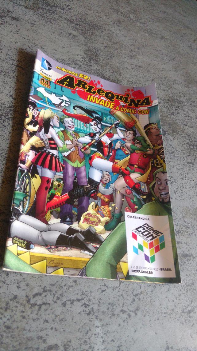 Harleyzinha está de volta para o canal, dessa vez em uma unboxing das Fan Box Mensais da Loja DC Comics Brasil junto com a Band UP!. Eu postei o vídeo abrindo a caixa no canal, mas também vou posta…