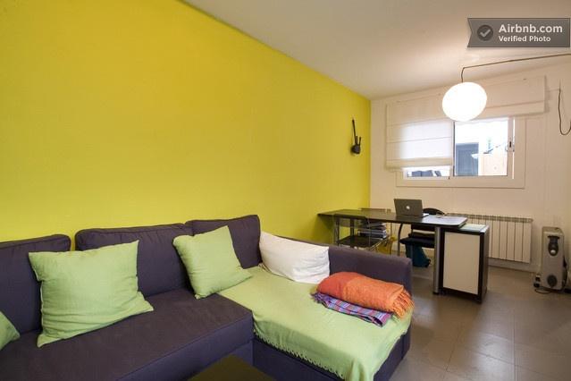 House with Terrace in Sagrada Famil in Barcelona da $153 per notte