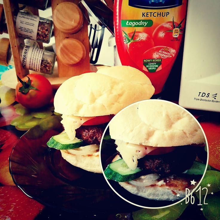 Ось такі гамбургери для моїх хлопців 🍔 соковита котлета, огірок, помідор, смажена цибулька, сир та соус. Сама не їла, але, думаю, смачно 🙌 #hamburger #гамбургер #цесмачно #этовкусно burger