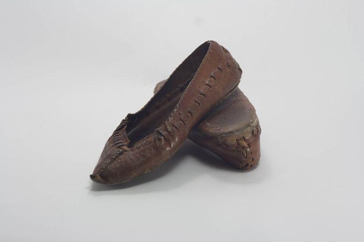 Traditional Romania footwear, handmade leather shoes, Balkan handmade shoes, opinca footwear, rustic décor, farmhouse décor, by yesterdaysgaze on Etsy