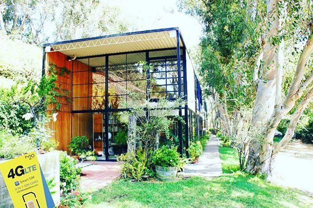 サンタモニカのちょっと先、マリブにあるイームズハウス。 + 1949年のお家とは考えられないほど、モダンなデザイン。 いたるところに、黄金比を使っていました。 + 見学には予約が必要。h2o by KDDI Mobile 持ってて良かった...!電話なかったら見に行けなかった、、、! #カリフォルニア #休日 #アメリカ留学 #アメリカ生活 #海外 #海外生活 #ロサンゼルス #ニューヨーク #ハワイ #アメリカ #カフェ #イームズ #イームズハウス #美味しい店 #downtown #la #california #coffee #h2owireless #h2obykddimobile #sim #phone #mobile #アメリカ携帯 #アメリカシム #santamonica #Malibu #architecture #建築物 #海外建築