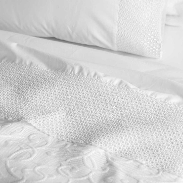 Pearl's detailing pairs beautifully with our Simonetta bed spread.