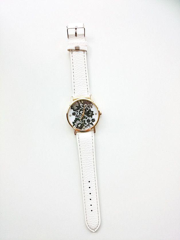 Elegancki zegarek z czarną koronką Idealne nadaje się jako prezent dla córki, dziewczyny, siostry czy przyjaciółki. Dzięki zegarkowi będzie się wyróżniać.  długość całkowita to 20 cm