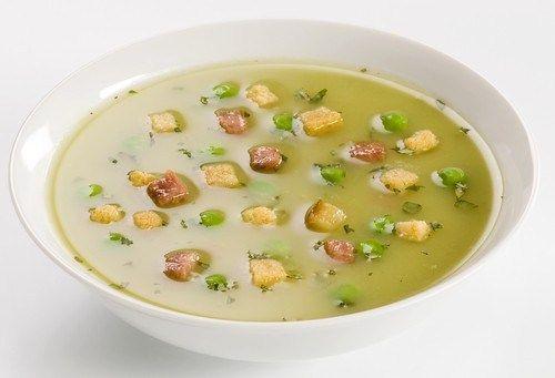 Гороховый суп с беконом и сухариками