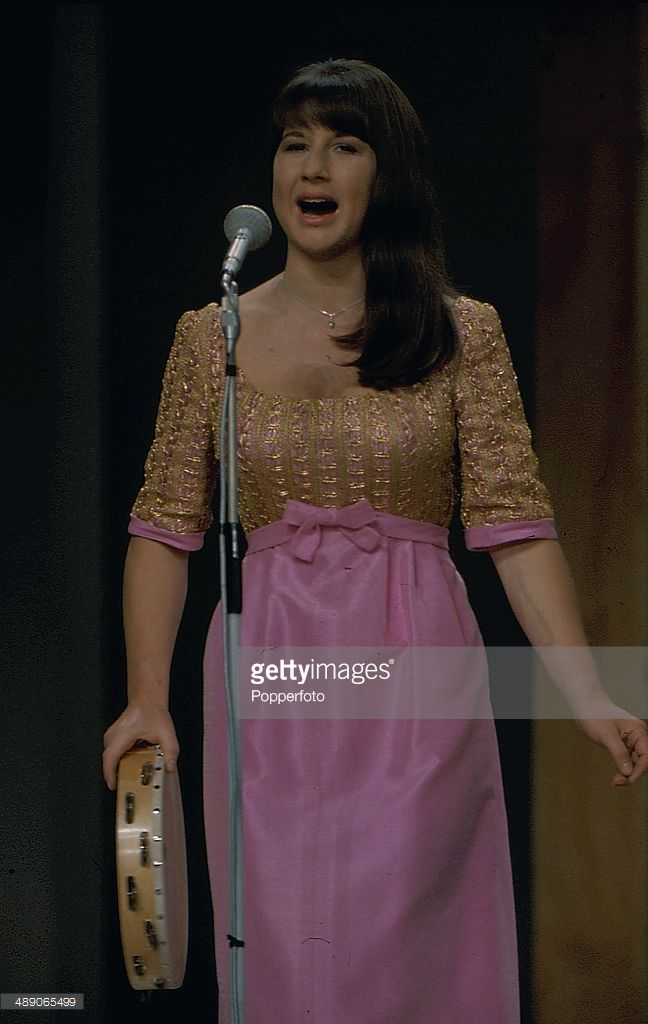Judith Durham performing with the Seekers at The London Palladium, 1968