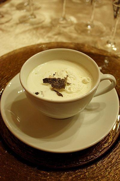 Cappuccino de Céleri à la Truffe - L'auberge de la Truffe à Sorges   Gourmandiseries - Blog de recettes de cuisine simples et gourmandes