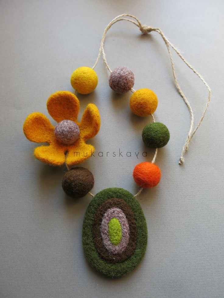 felt necklace. mukarskaya.com
