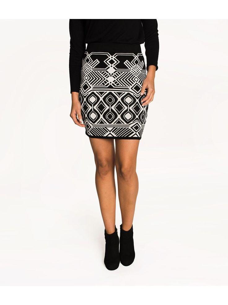 The Classics En figurnära och mjuk kjol i ett svartvitt jacquardmönster. - Resår i linning- Mjuk, jacquardstickad viskosmix- Längd 44 cm i storlek S