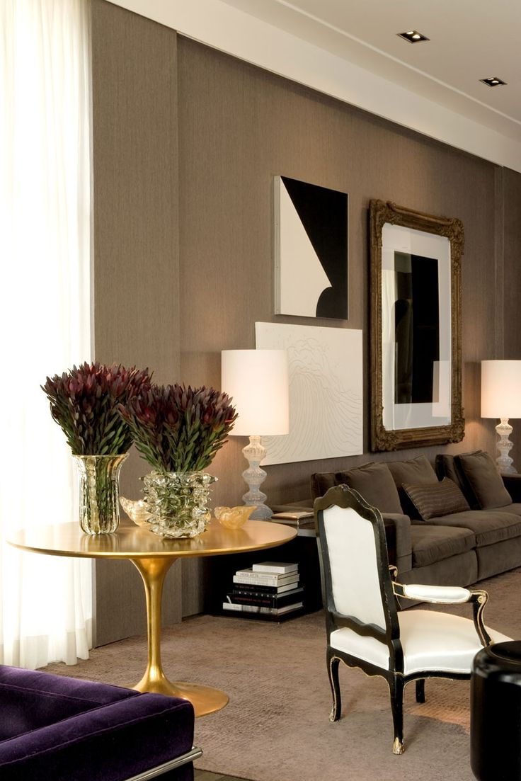 Amazing art wall. Warm traditional modern mix. CASA COR - LIVING 2006 by Roberto Migotto architect and interiors.