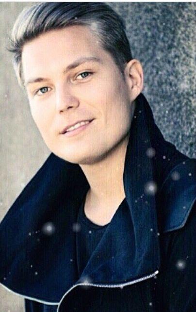 Jare Tiihinen, finnish artist Cheek.