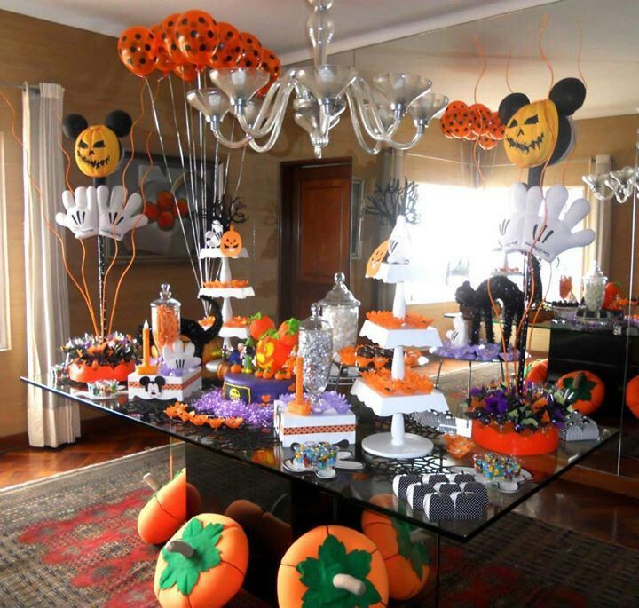 Mickey mouse halloween party disney halloween party for Idee decoration porte halloween
