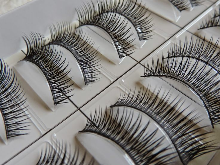 Natural looking false eyelashes for only 24p!