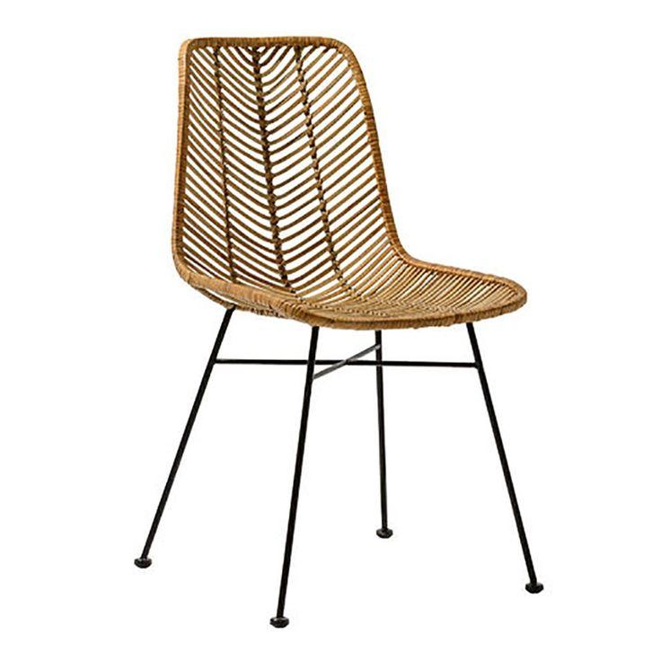 Deze rotan stoel van Bloomingville heeft een robuuste vormgeving. De zitting is stevig maar toch comfortabel; maak hem nóg comfortabeler met kussens of een plaid. Dankzij het opvallende design is het een aanwinst voor ieder interieur!