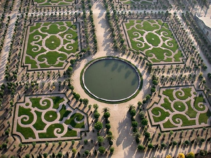 Versailles Gardens in Paris....oh my goodness! How fun would that be?!