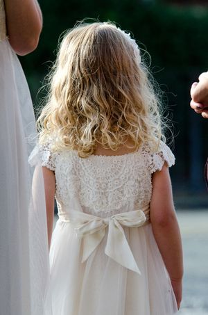 loving the lace on the flower girl dress...