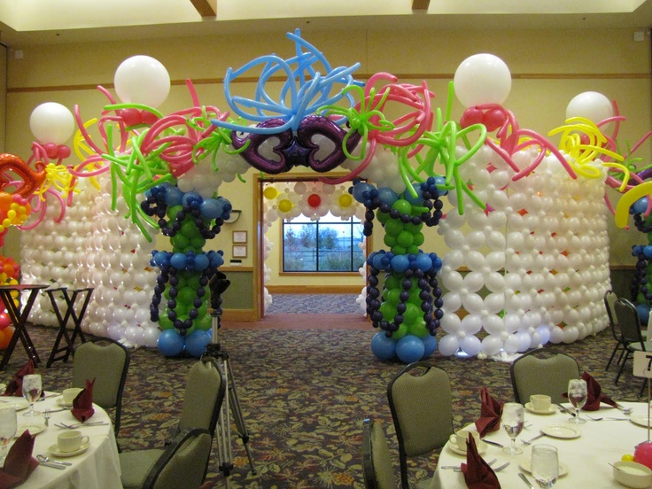 Balloon entrance...oh I remember this! Designed by Melissa Vinson, CBA for FLOAT 2010