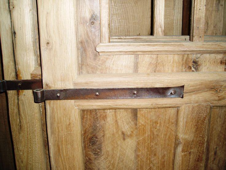 falegnameria bensi... costruzione di porta in legno antico e bandelle in ferro