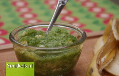 Maak zelf je babyvoeding! Kijk op Smikkels.nl voor het recept van dit Courgette banaanhapje | Groentehapje | Fruithapje | Babyvoeding | Smikkels.nl