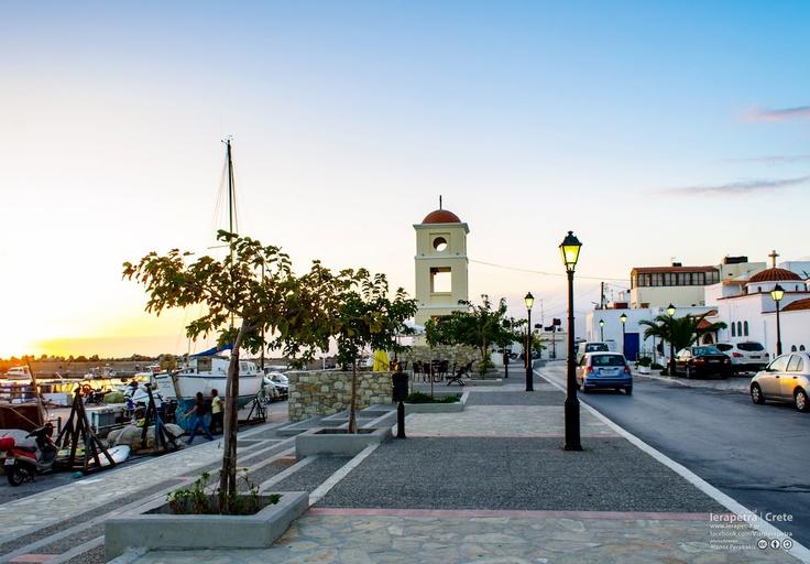 The sun is setting at the port of Ierapetra... | Ο ήλιος δύει στο λιμανάκι της Ιεράπετρας...