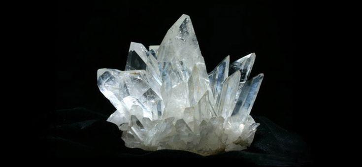Namen und Synonyme Bergkristall Bergeis, Strahl, Wassertropfenquarz Farbe Bergkristall Familie weiss, transparent Bergkristall Varietäten der Familie Bergk