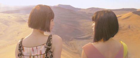 宇多田ヒカル「二時間だけのバカンス featuring 椎名林檎」MVより