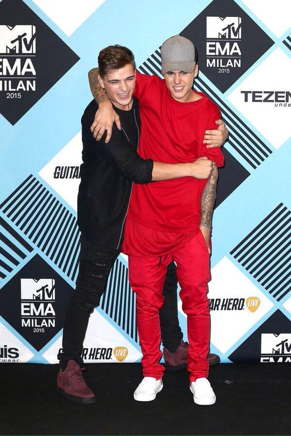 Justin Bieber and Martin Garrix mtvema