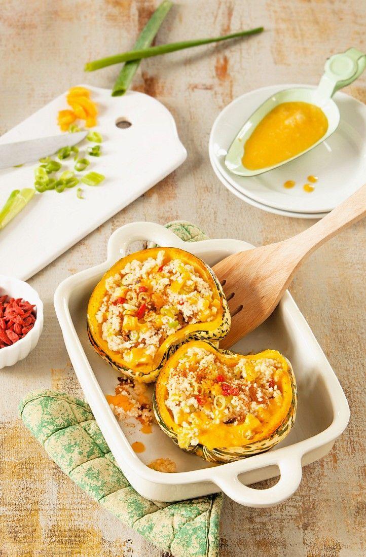 Kürbis, gefüllt mit Couscous, Frühlingszwiebeln und Gojibeeren | http://eatsmarter.de/rezepte/kurbis-gefullt-mit-couscous-fruhlingszwiebeln-und-gojibeeren