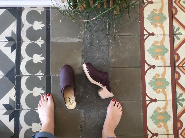 high clog in aubergine/From where I stand/Lottas