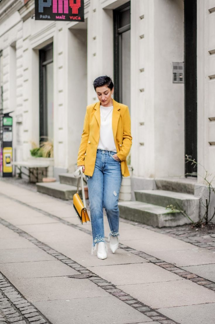 Casual Spring outfit, blazer  shoes, spring fashion, spring outfit, Spring style  spring blazers   #blazer #boohoo #myboohoostyle #springstyle #springfashion #workwear #casualstyle #casualoutfits #yellowblazer #fashion #style #streetstyle #streetwear #streetfashion #womensfashion #springfashion #casualchic #bloglovin