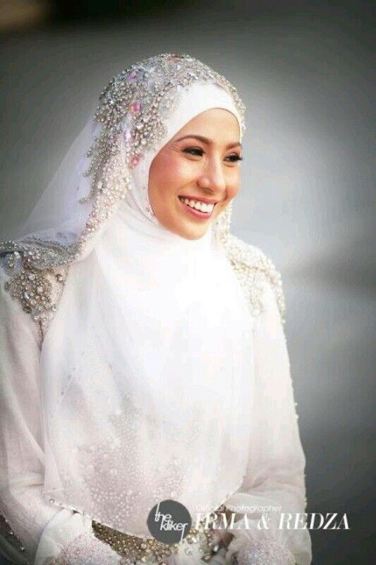 Muslim bride. Dress & matching veil by Hatta Dolmat
