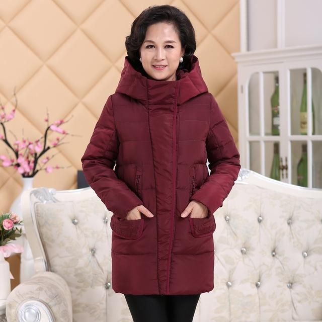 In the old lady down jacket thick fat mother models large size winter 40-50-60 grandmother coat long paragraph