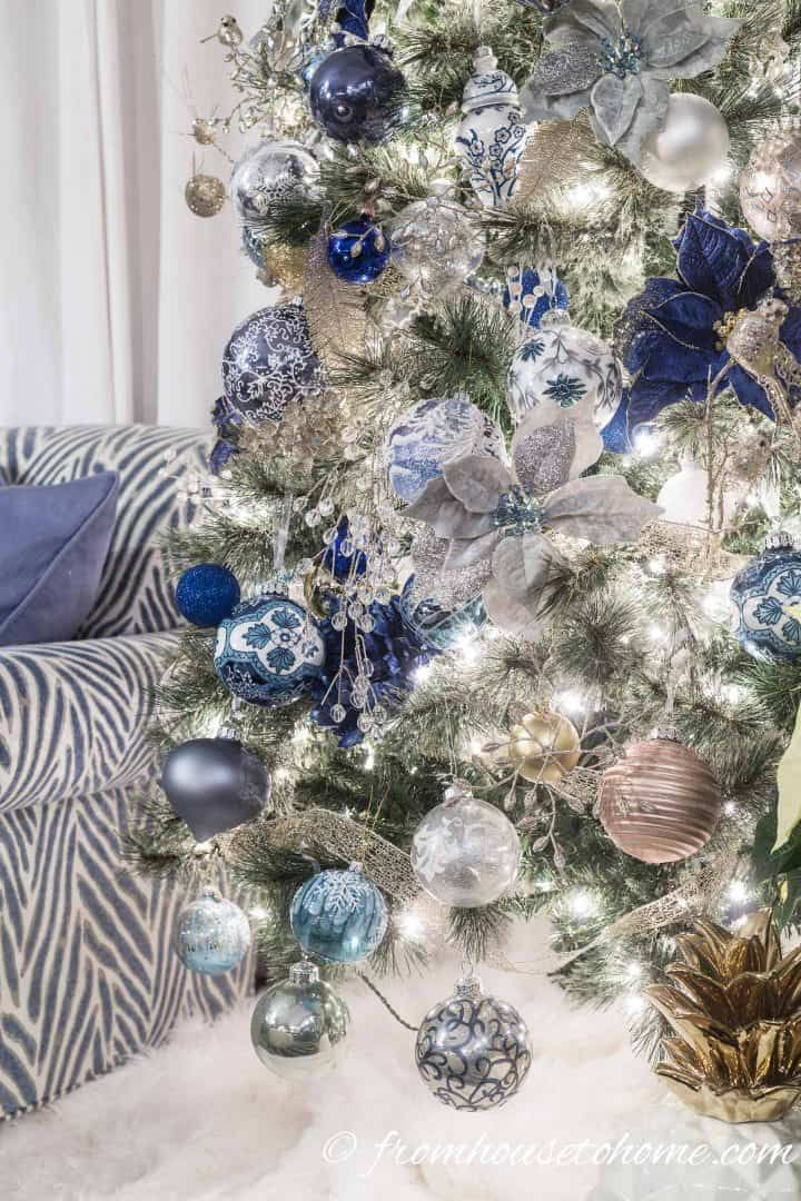 Beautiful Blue and White Christmas Home Decorating Ideas Holidays