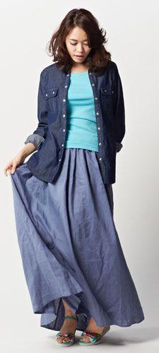 デニムシャツ+麻混スラブV首プルオーバー(七分袖)+綿100%半袖Tシャツ3枚組(UVカット)+リネンスカート(ペチスカート付)+りぼんスニーカーサンダル