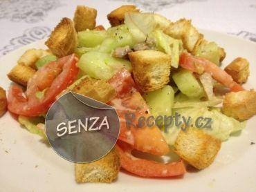 Kuřecí salát s česnekovým dresinkem a krutony - Chicken salad with garlic dressing and croutons