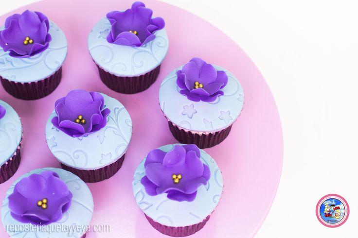 Violet flowers cupcakes