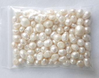 7-8mm agua dulce perla grande agujero, perla, abalorios, suelto, semi barroco, natural perla, blanco, agujero de 0,7-2,0 mm, 20 granos  Usted recibirá 20 perlas  Material verdadera agua dulce perla, totalmente perforado, gran agujero  Aquí son opiniones sobre esta perla https://www.etsy.com/shop/Fancypearls/reviews  Cantidad 20 perlas  Color blanco  Tamaño 7-8 semi baoroque(potato pearl), agujeros doble (tamaño de agujero 0,7-2,0 mm)  Por favor contáctenos si necesita...