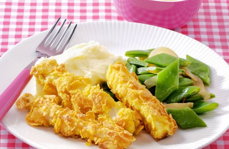 Zelfgemaakte vissticks met aardappelpuree en snijboontjes