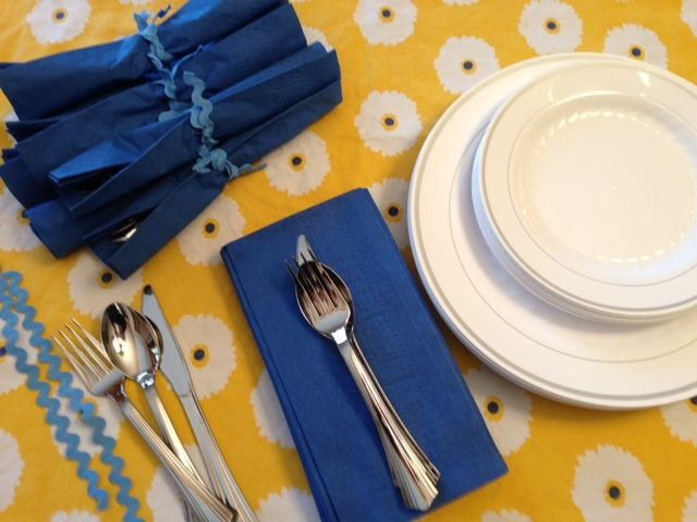Use Masterpiece™ plates Reflections® cutlery and a little ric rac to dress up & 35 best No way thatu0027s plastic! images on Pinterest | Shun cutlery ...