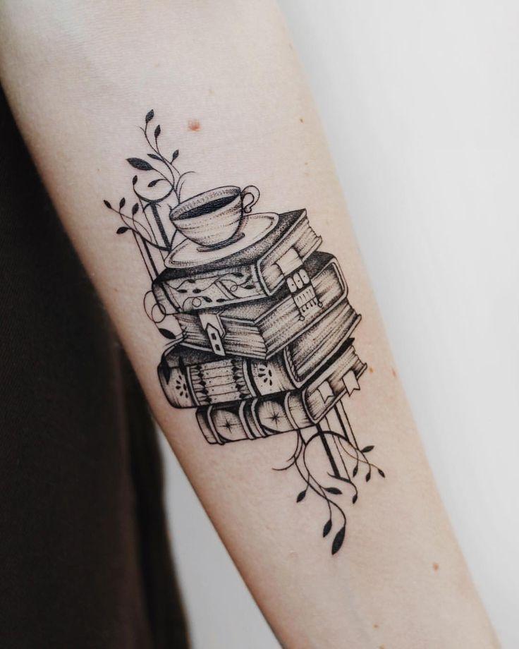 Tatuagem: livros e café