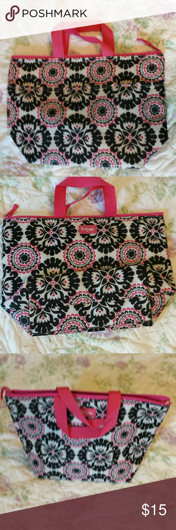 Thirty one thermal lunch bag. Good condition.  Cleaned with sanitizing wipes. thirty one  Bags Mini Bags