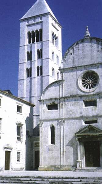 The tower of the church of the Virgin Mary of Zára (Zadar, Croatia) built by Coloman the Bookworm  Csorba Csaba: Árpád örökében. Helikon - Magyar Könyvklub, 1996, p 33