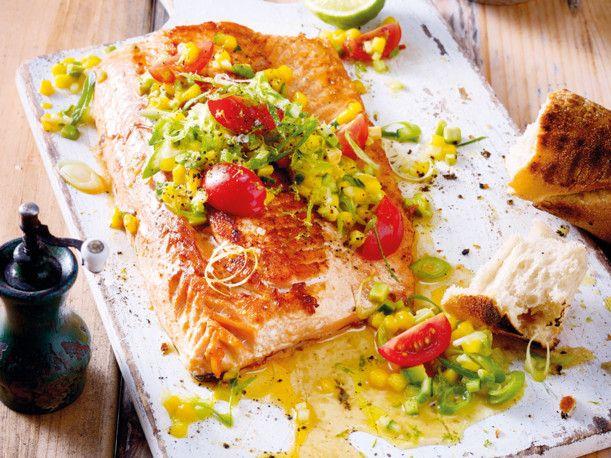 Unser beliebtes Rezept für Lachs mit Mango-Avocado-Salsa und mehr als 55.000 weitere kostenlose Rezepte auf LECKER.de.