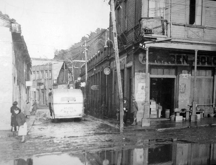 Calle Valdivia esquina calle Blanco Encalada. Talcahuano en 1939.