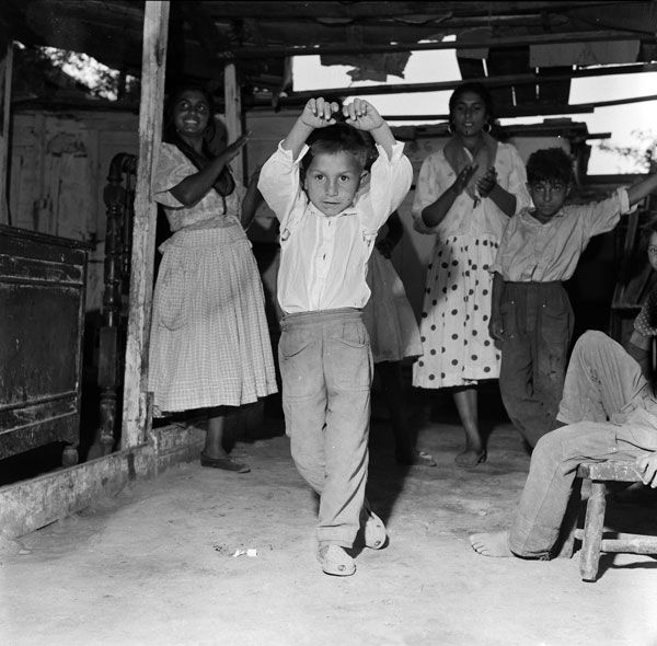 Children in 'gitano' communities learn to dance from a very young age (photo by Jacques Leonard)