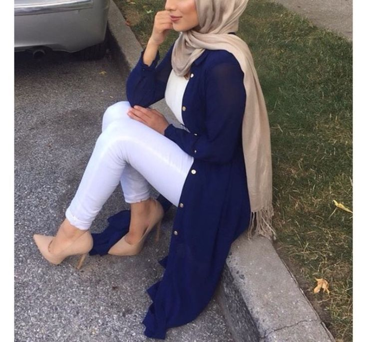 Pinterest: @eighthhorcruxx. White jeans and top, navy long cardigan and cream hijab and heels. Casual chic hijab, perfect for F/W!