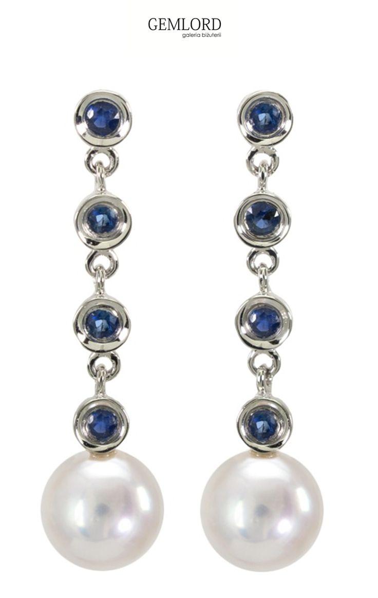 Perły na łańcuszkach, dodajmy kilka szafirów dla ozdoby ogniw i ten klasyczny wzór zyskuje zupełnie nowe oblicze. #kolczyki #earrings #perły #pearls #perlas #perolas #жемчуг #szafir #sapphire #biżuteria #jewellery #jewelry #luxury #luxurylife #quality #fashion #style #prezent #gift #beauty #classy #stylizacje