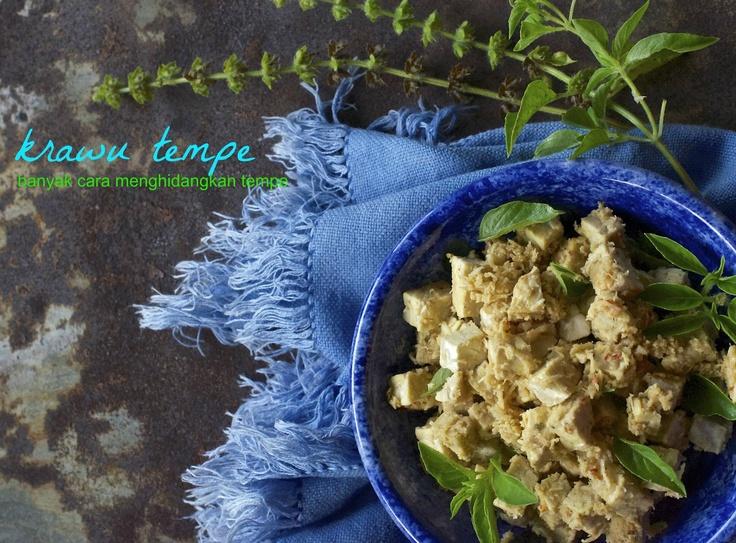 Indonesian Medan Food: Krawu Tempe (Steamed Tempe with Coconut Dressings)