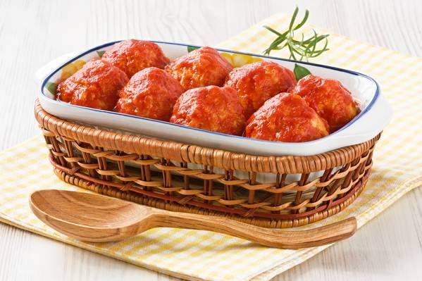DELICIOS, SĂNĂTOS ȘI DE POST! Chifteluţe de peşte în sos tomat - Feminin | Libertatea.ro