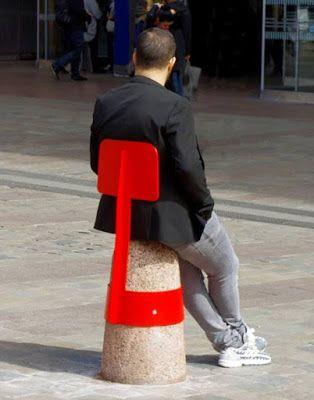 .cienxcien diseño: Bolardos de hormigón convertidos en mobiliario urb...