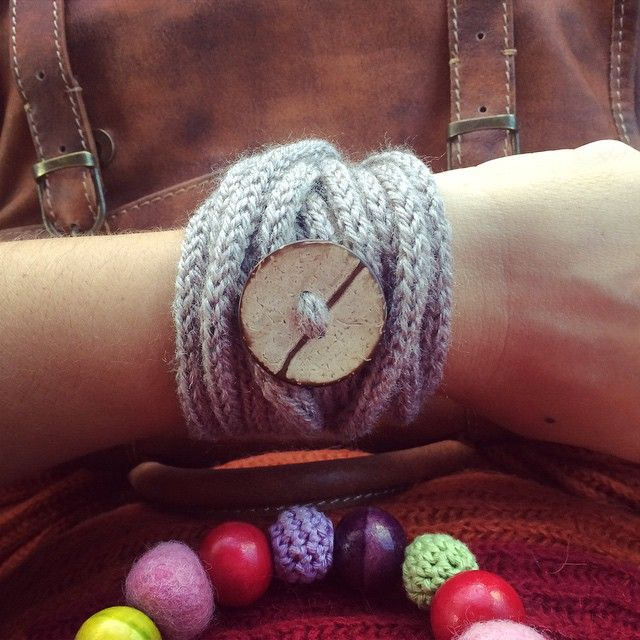 vane.handicraft's photo on Instagram tricotin bracelet